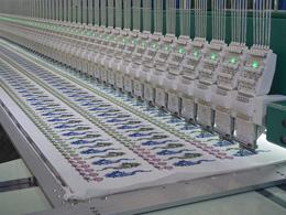 工作中运行中的广西电脑绣花机